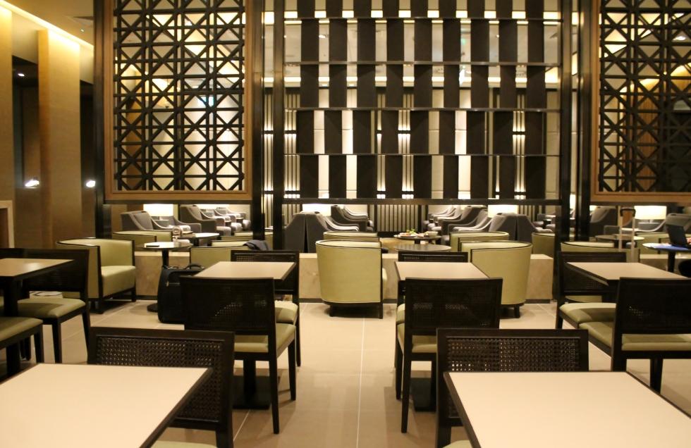 Plaza-Premium-Lounge-London-Heathrow-Terminal-2-03.jpg